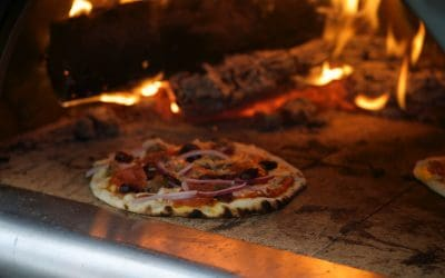Keep Your Oven Clean When Cooking Pizza (Quick Tip)